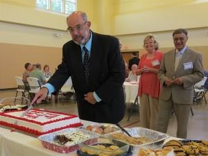 Bolton Intro- Reception cut cake _IMG_2402