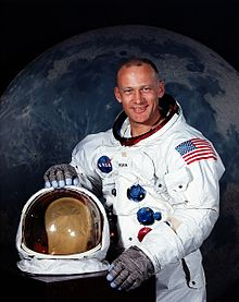Buzz Aldrin_ 220px-Aldrin